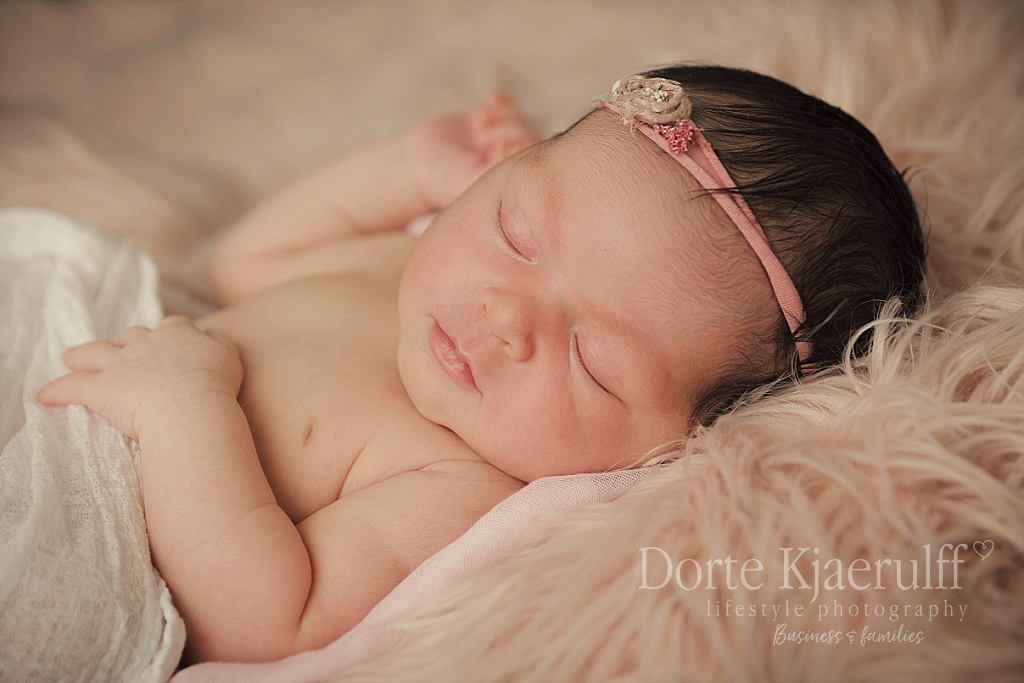 Mum and newborn photographer